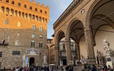 La Loggia dei Lanzi a Firenze, storia, arte e curiosità